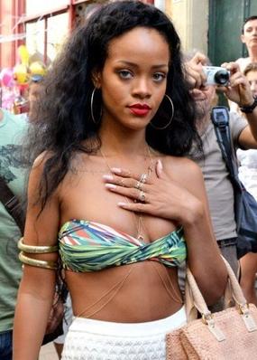Rihanna_body_chain