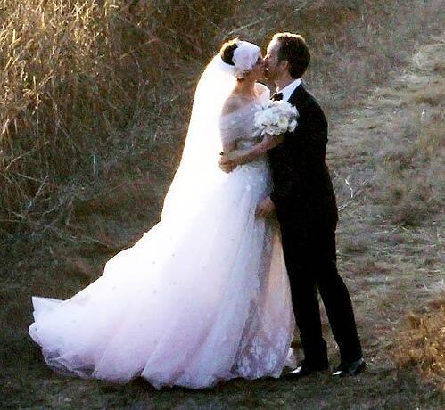 anne hathaway wedding