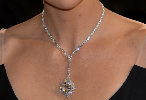 Charlize_Theron_in_Harry_Winston_Oscars_2014-resized-600