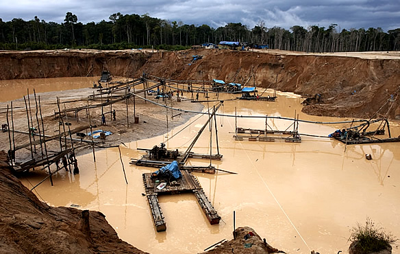 Small-scale_mining_in_Peru-resized-600