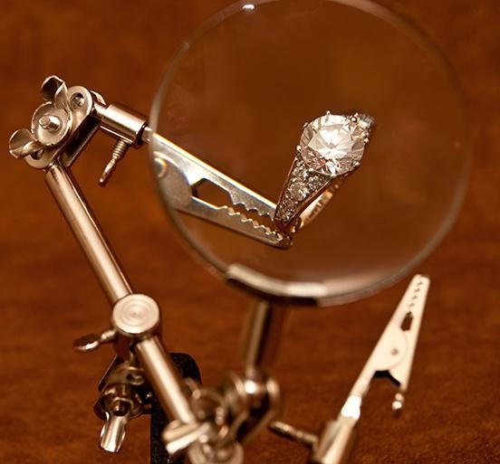 selling diamond engagement ring