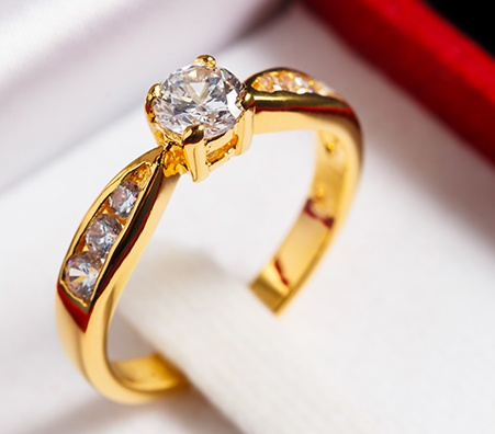 you can find clients online through websites like craigslist or you can look for buyers locally alternatively you can try to sell diamonds on ebay - Best Place To Sell Wedding Ring