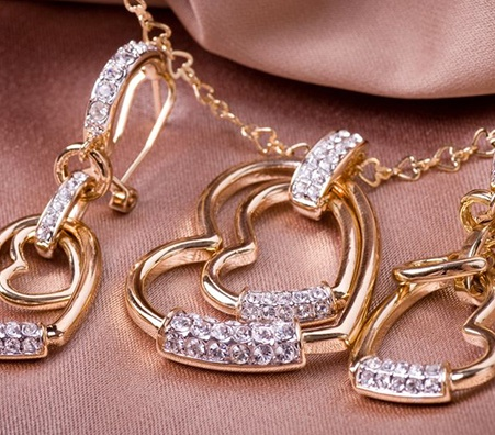 Advantages of selling jewelry to a private buyer