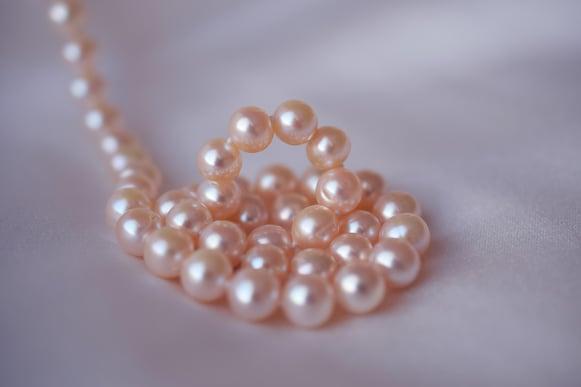 pearls-3030446_1920