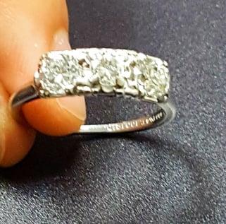 three stone setting for diamond ring